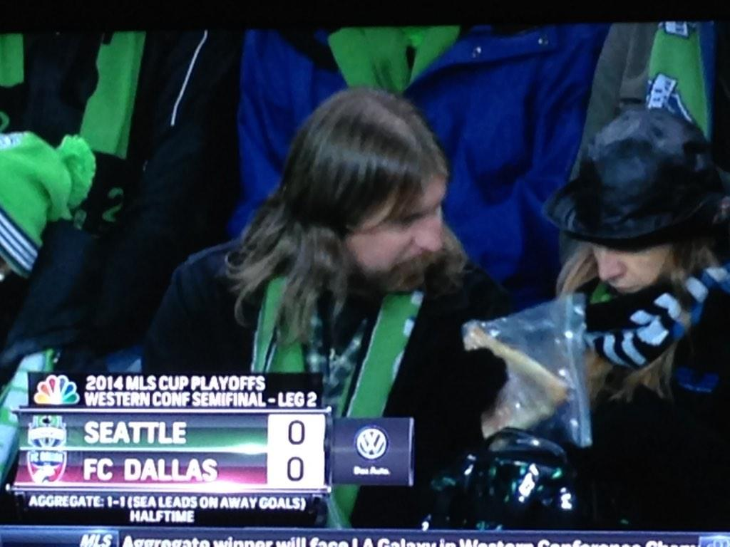 For real. A slice of pizza in bag. #MLSPlayoffs #SEAvDAL @NBCSportsSoccer http://t.co/pYfNrsYWKi