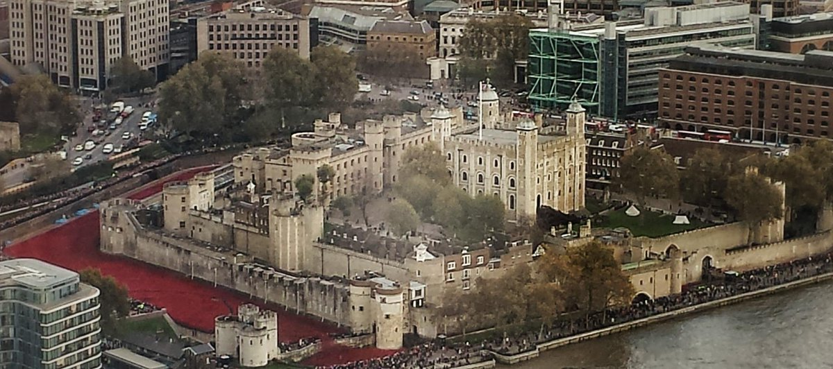 """In Flanders Fields the Poppies Blow"" In memory of the fallen & their sacrifice. #TowerofLondon #RemembranceDay http://t.co/JGFN3a6pya"