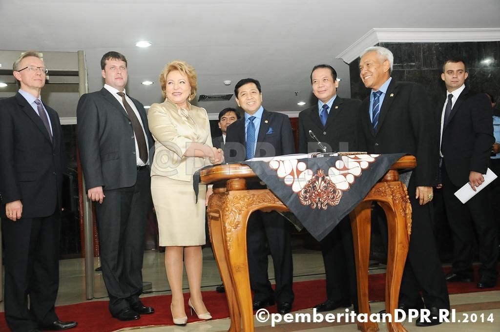Pimpinan DPR terima Delegasi Parrlemen Rusia http://t.co/lVkJdPn1aJ http://t.co/ebDF4i40yb