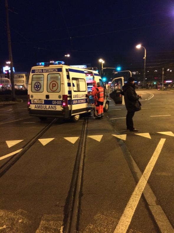 Są ranni podczas awantury na Rondzie Waszyngtona #MarszNiepodleglosci http://t.co/fixmEFmUdZ