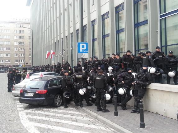 #JustInCase while #Poland patriots are celebrating #IndependenceDay 2014 in #Warsaw #11listopada #MarszNiepodleglosci http://t.co/SQ7lnCNLin