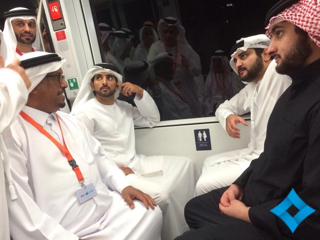 حمدان بن محمد والى جواره مكتوم واحمد بن محمد خلال الرحلة الاولى ل #ترام_دبي http://t.co/6Y0bYtPLgR