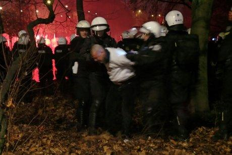 Police arrests aggressive individuals #Warsaw #Poland #IndependenceDay 2014 #11listopada #MarszNiepodleglosci http://t.co/ANxVewnxcs