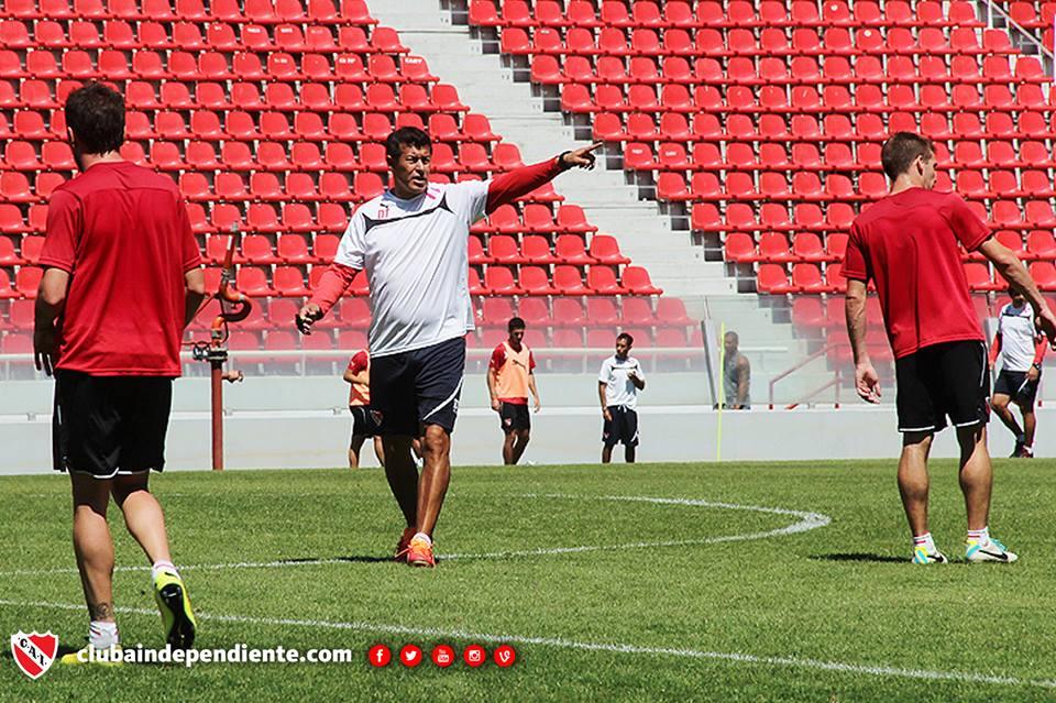"""Almirón: """"Superar los 34 puntos y entrar a la Sudamericana"""""""