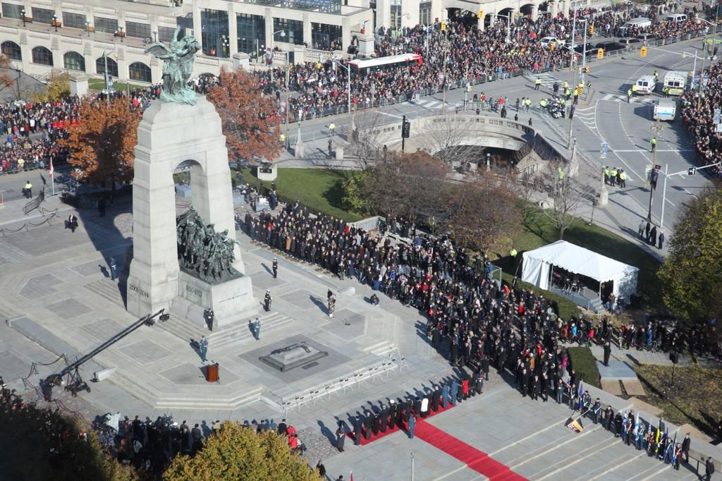 Incredible crowd in #Ottawa for today's #RemembranceDay ceremony at the National War Memorial #RememberThem http://t.co/HVIxeAa0zo