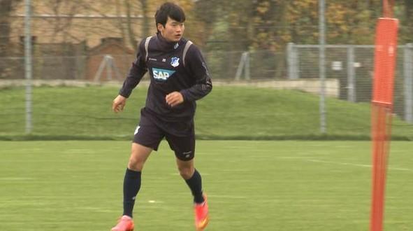 어제 팀 훈련에 복귀한 김진수 http://t.co/ylsZune6XL