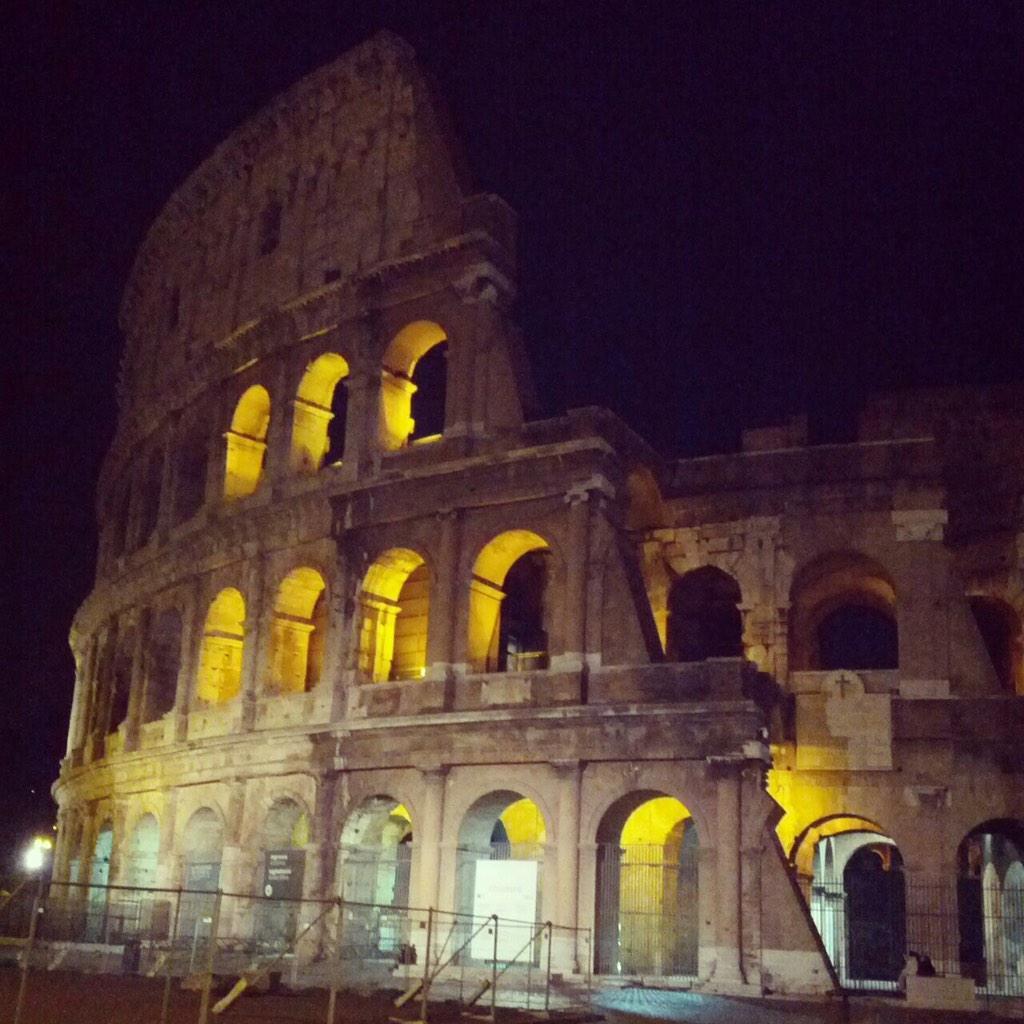 Stanotte il Colosseo è giallo #bDf :) Ci vediamo domani, puntuali, alle 14:00 http://t.co/Intk9rPoI8 http://t.co/uRfxjBECZN