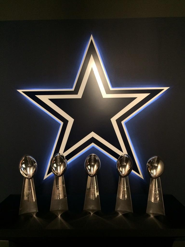 """ dallascowboys  What a beautiful sight in The Star preview center. Feel  free to use it as your wallpaper. pic.twitter.com VEF1ym7YbJ"" 485d506be"