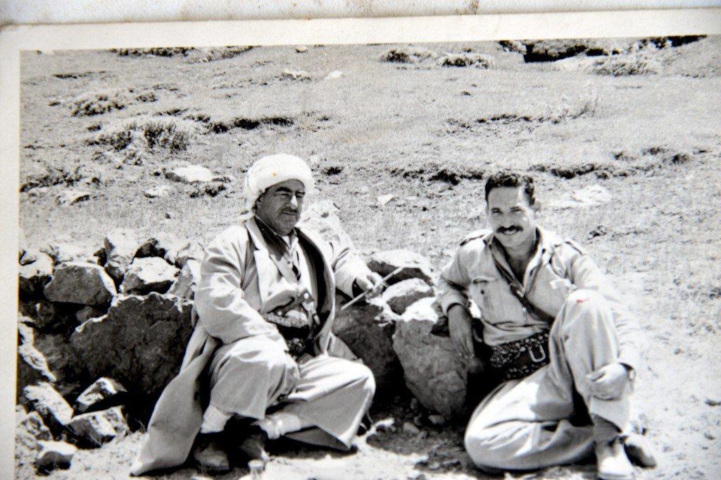 """""""Mustafa Barzani, İsrailli General Sagi'yle (1965) Sagi, Irak'a karşı savaşan Kürtlerden ordu kurmakla görevliydi."""""""
