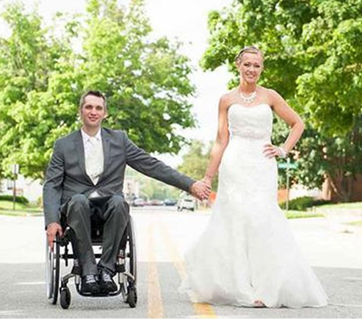 MAGIC MOMENT: A paraplegic veteran gave his wife a wedding surprise she'll never forget. http://t.co/Twm3ID8mhu http://t.co/ZwCrv6e6T5