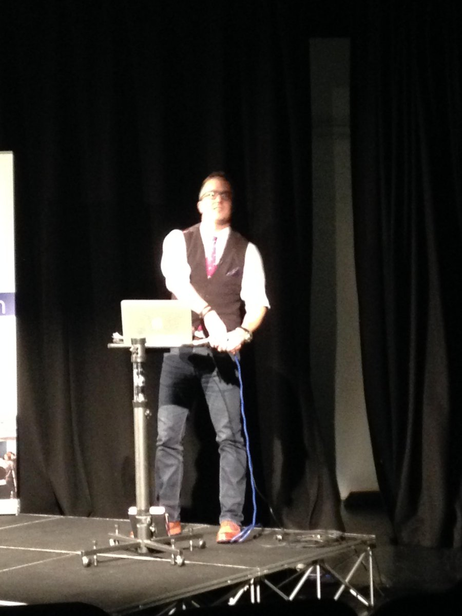 He's having a little fiddle before starting @jeremywaite 😉 http://t.co/GNAhezQYZU #smlondon http://t.co/itWwK9Y50K