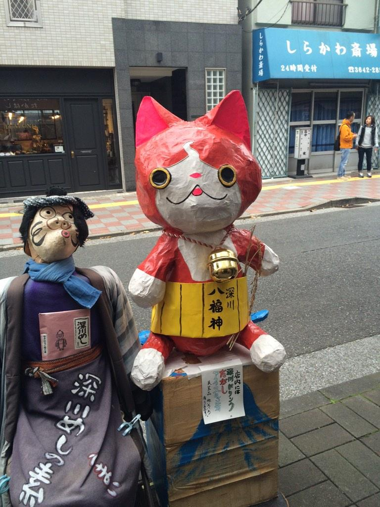 今、どっちが流行ってるのか。。。?右は猫だから、、、左の妖怪だろう。 pic.twitter.com/jqLy9DZKxw