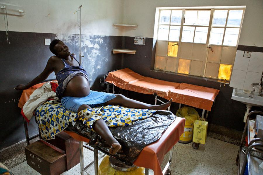 1 in 39: The likelihood a woman may die from childbirth in sub-Saharan #Africa. Elsewhere? 1/3700 @ppatrunophoto http://t.co/palurUj1i3