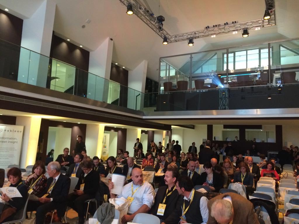 Il primo dato di #bDf4data è la puntualità dei partecipanti, molto bene: abbiamo tante cose da raccontare! http://t.co/RPX776s81y