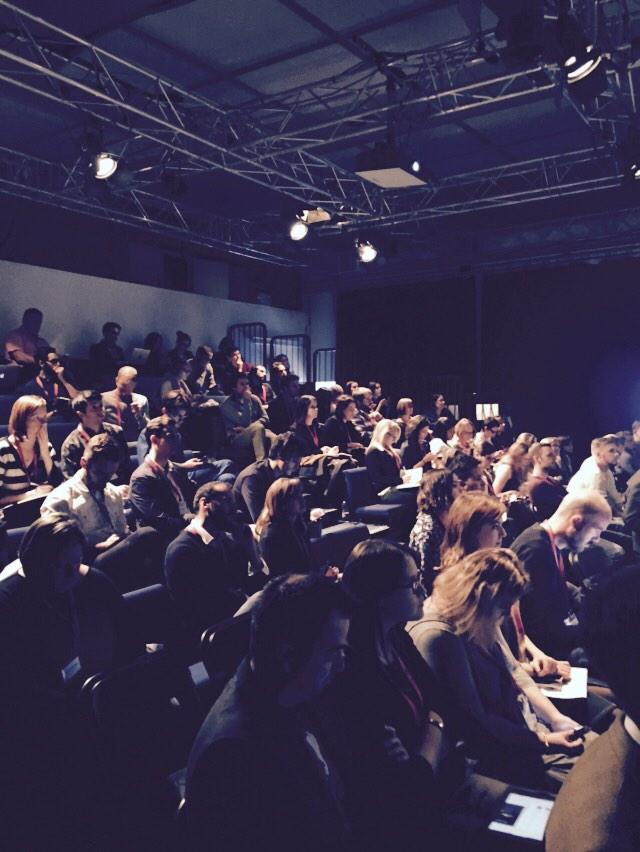 This is an audience & this is THE AUDIENCE! @farhanlalji Nice work as last min stand-in for @PeerIndex at #smlondon http://t.co/SMRRKRj4Qk