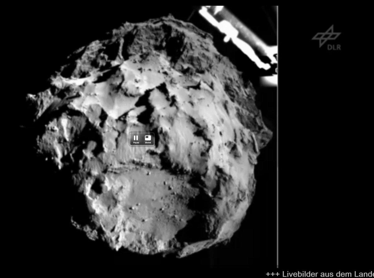 Descent pic! #CometLanding http://t.co/rYCkJxNu3d