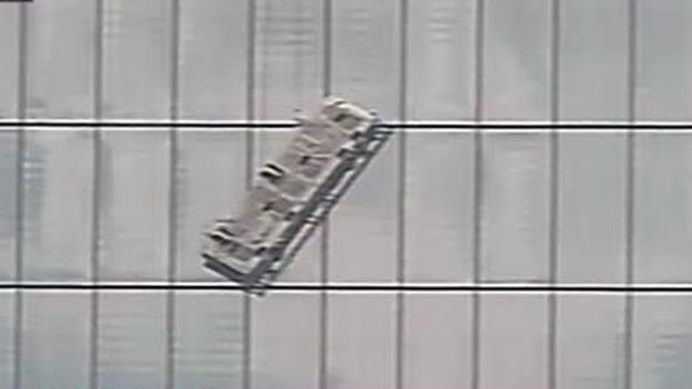 BREAKING NEWS: First look at window washers trapped on a scaffold at 1 World Trade Center http://t.co/RMyWnd0wwE
