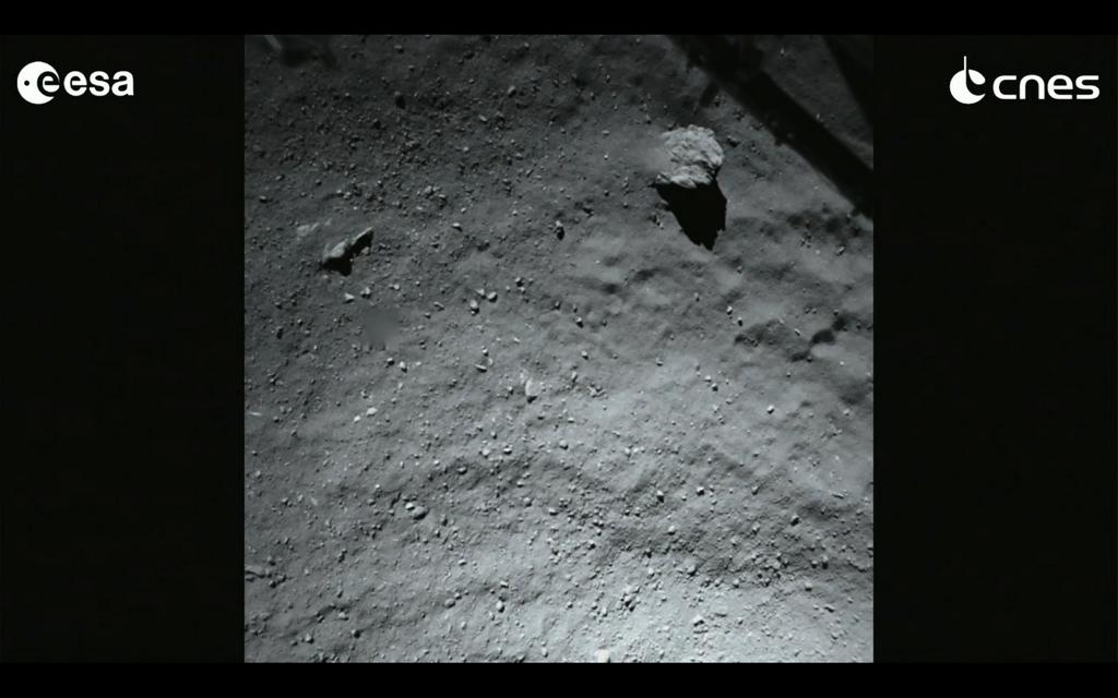 来た!! フィラエ・ランダーが撮影した彗星着陸直前の画像. pic.twitter.com/xqUFz3en4s