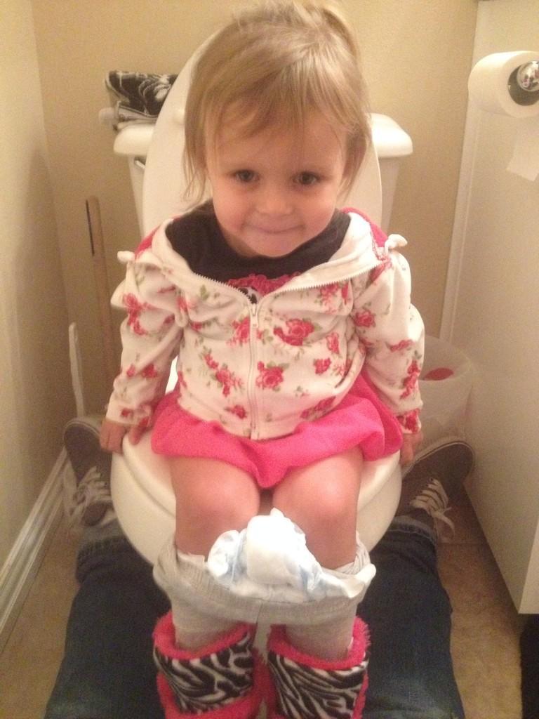 little girl pee 123RF.com