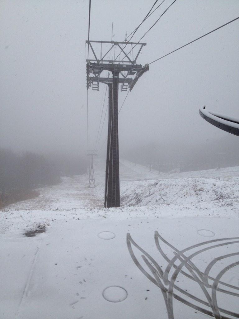 いい降りしてます! 現在ゴンドラ山頂駅からR-4。 http://t.co/5DLHfGqyak
