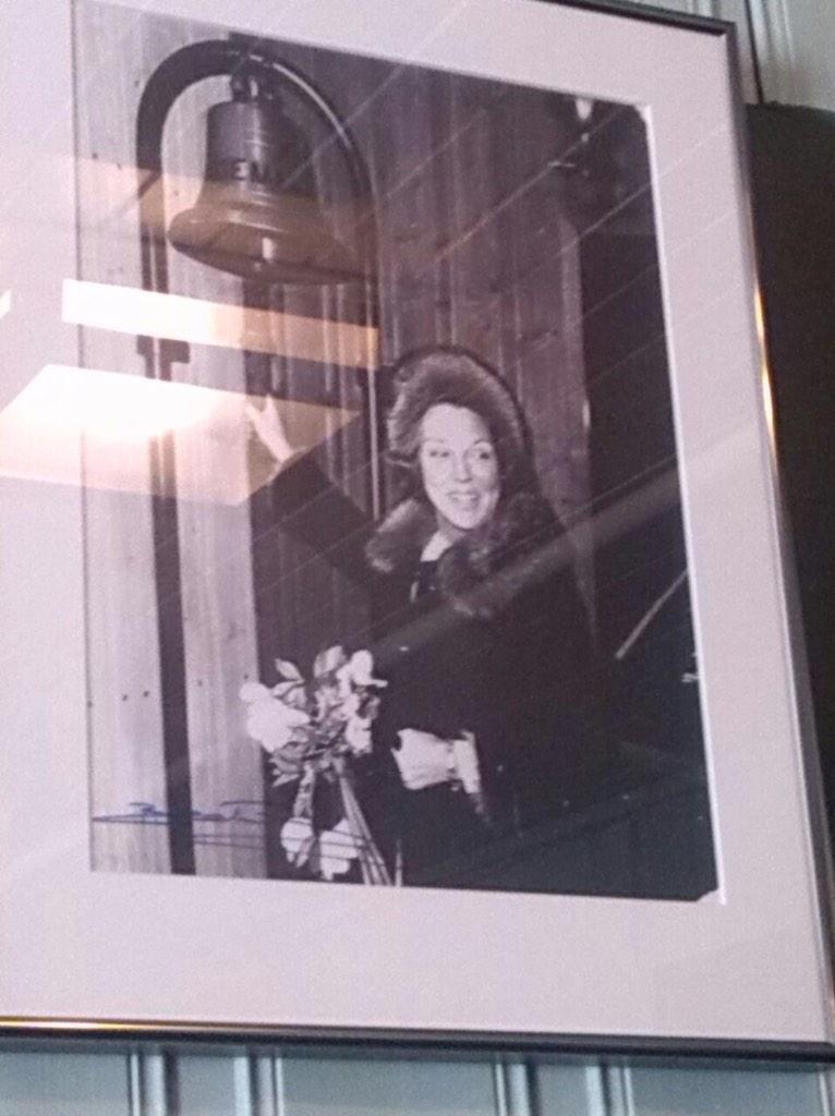 Koninklijk Huis On Twitter Prinses Beatrix Luidt De Scheepsbel In