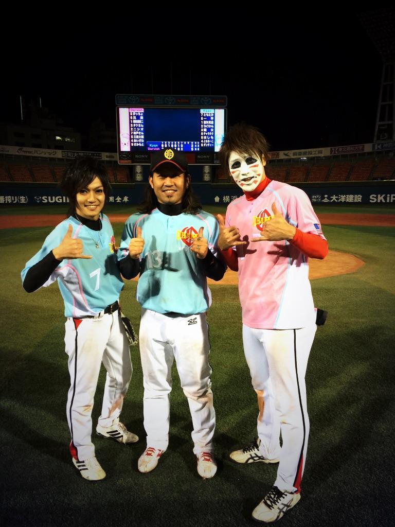 今日は横浜スタジアムでゴールデンボンバーの野球大会でした! 夢のような楽しい時間でした。 キャン君ケンジ君ありがと( ´ ▽ ` )ノ OBAMAのキャッチャーで良かった♪ http://t.co/RFXGeWb0gs