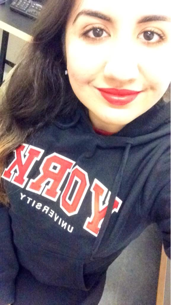 There's always time for a study break to take a #YUSpiritSelfie to show my #yuspirit! My favourite day of the year 🐯 http://t.co/l2VyIzO7W9