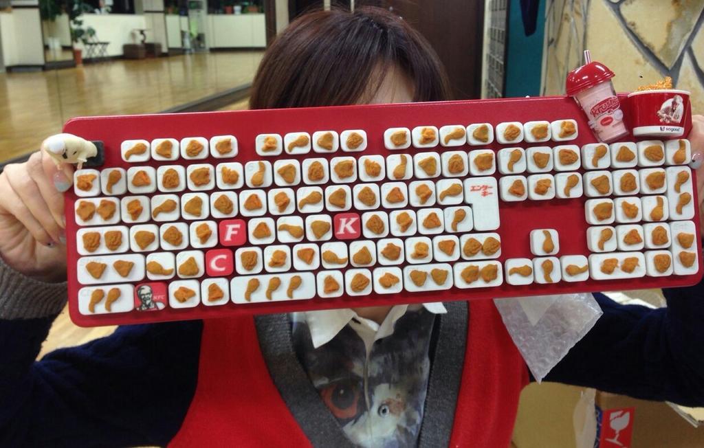 I got it !!!!! I won Kentuckeyboard!! まさかの!!あの!!so goooodなケンタッキーのキーボードきたーー!! pic.twitter.com/LfJxxRAjhh