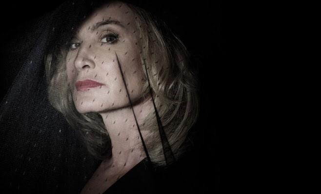 The style going on in American Horror Story: Coven is insanely good- I am also completely in love with Jessica Lange http://t.co/5zZd394Gvl