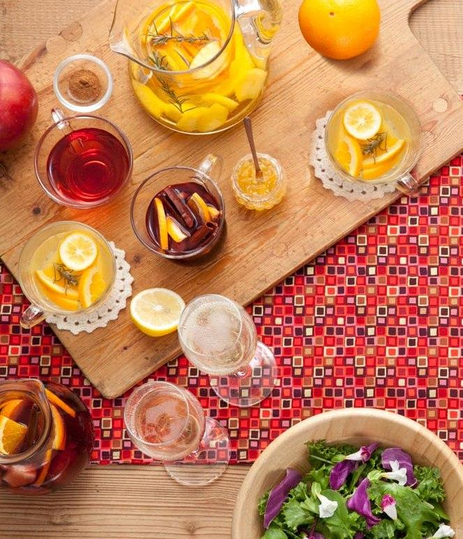 忘年会にクリスマスなどの冬のパーティにおすすめのワインの飲み方をご紹介♪乾杯はもちろん、素敵なスパークリングワインの楽しみ方やホットワイン&サングリアのレシピなど、あれこれ盛りだくさん!