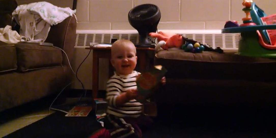One-year-old baby dances along to singing birthday card. http://t.co/DhnZCF94xn http://t.co/Y4GuIfBUIS