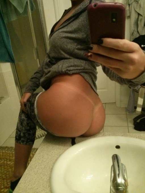 Been working on my tan lines, can you tell?? Hehehe ;-) #tan #booty #tanlines #thongthursday http://t