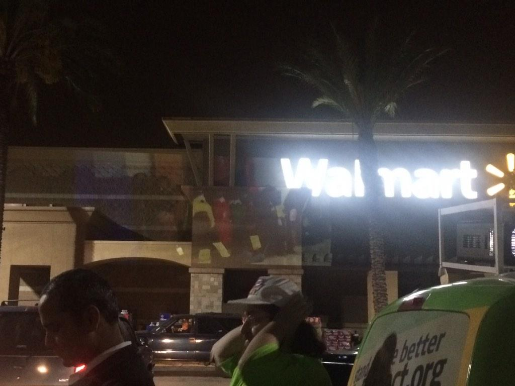 #walmartstrikers historic sit in now screening outside @Walmart pico rivera store building! @UFCW @AFLCIO #1u http://t.co/FR4sGQA5D0