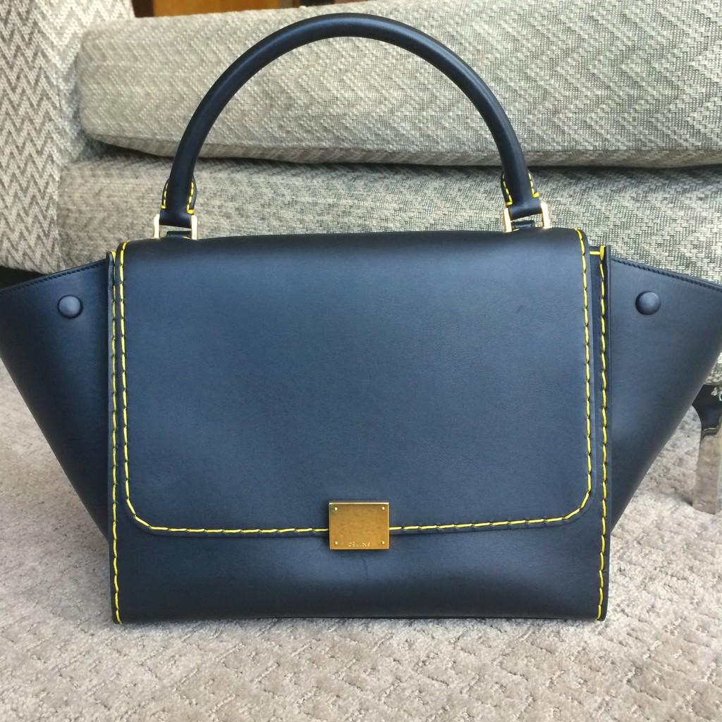 My new baby.. #CÉLINE #HongKong #YellowStitching #ItsLove 💛💛💛 http://t.co/DmY9TV1SwW