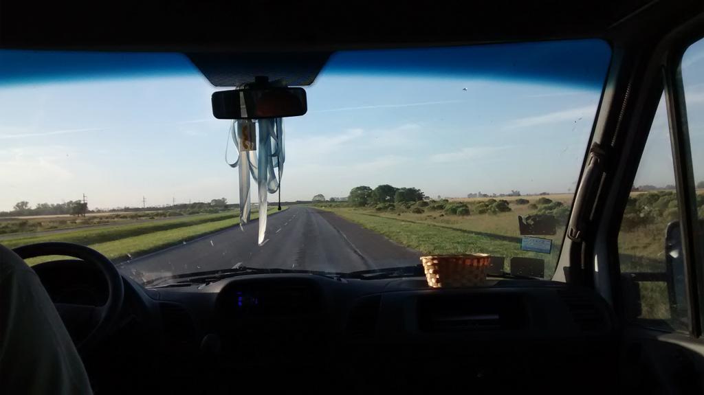 En camino al #smdayros, con @JuliComunicare, @eugeniocasarini, @lorenarugna y @santafetur http://t.co/UyouXY7Jr1