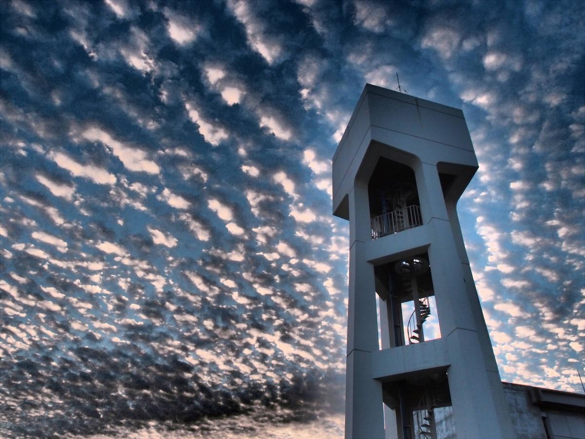 トレンドにうろこ雲の話題が出てるけど、ほんとに凄かった…… http://t.co/2h9YuPFBum