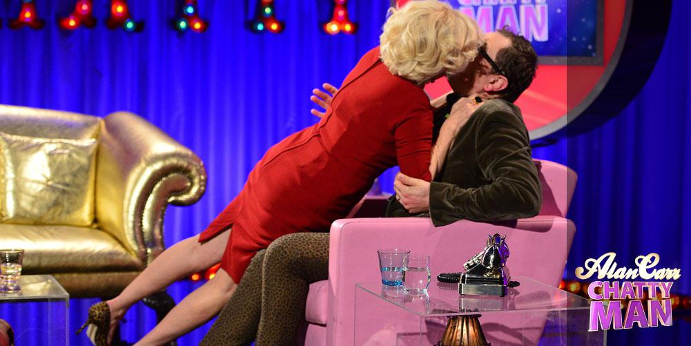 """RT @mikesuperblue: """"@chattyman: OMG!! You're IN THERE @alancarr!! A SNOG from @bettemidler!! @steveferdinando  http://t.co/8Ave76NTtb"""""""