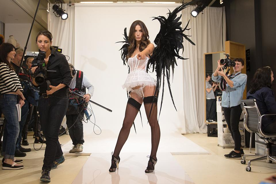 RT @VictoriasSecret: .@LilyAldridge wants YOU to watch the #VSFashionShow. And really, you want you to too 😉. http://t.co/Db55TNm2DH