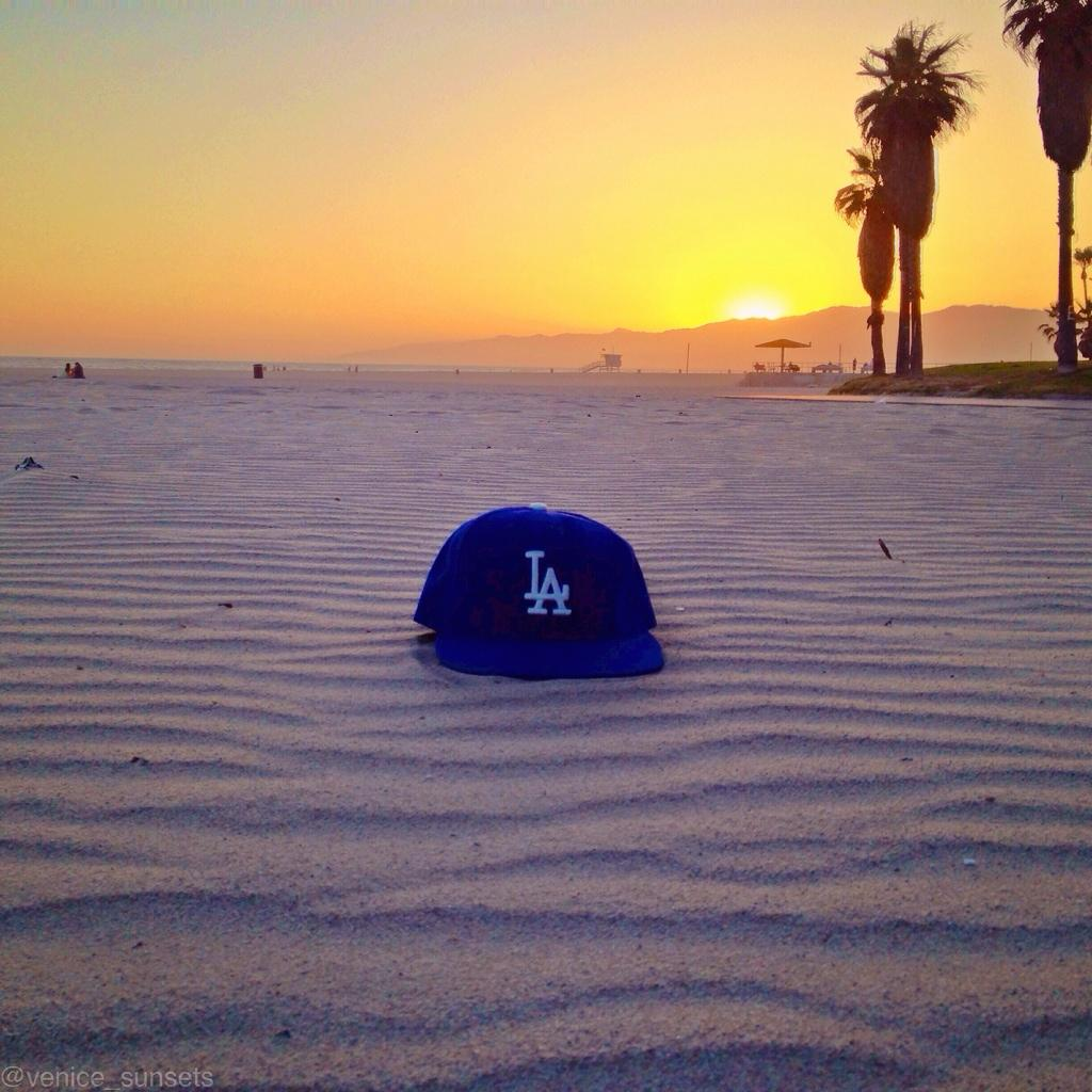 """@Venice_Sunsets In honor of @ClaytonKersh22 winning #MVP. Our team @Dodgers #venice_sunsets ⚾️"