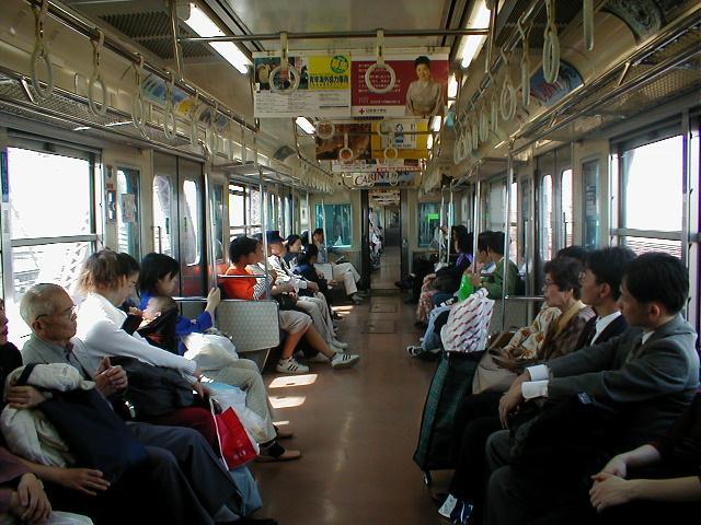 携帯電話が普及していない頃、電車では本が無ければどこかを見つめてぼーっとしているしか無かった。2000年5月4日、東海道線新大阪~大阪(201系)。こんな撮り方するなんて怖い物知らずだったな・・・ http://t.co/c4n4FoIaBv