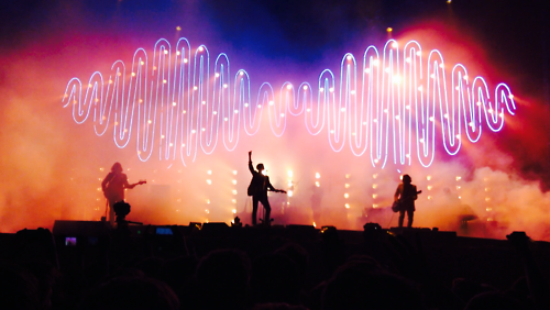 "Arctic Monkeys traz finalmente a turnê de ""AM"" ao Brasil neste final de semana. http://t.co/3LCsycTIDc #Gravina http://t.co/FQtnIYTiD7"