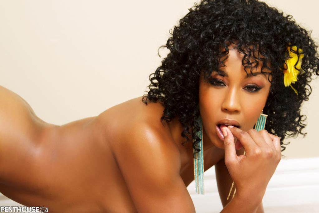 Gorgeous Ebony Girlfriends Have Incredibly Hot Sex