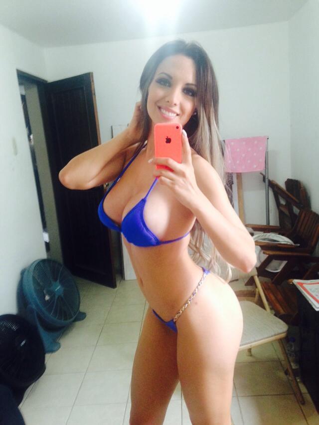 Venezolana muestra la tanga en la discoteca - 2 part 5