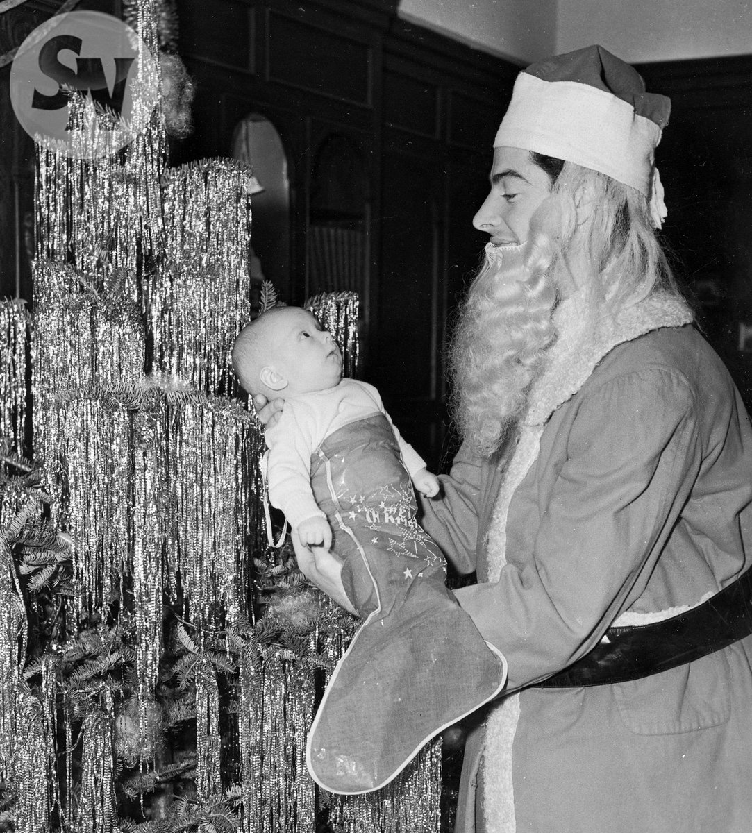 Joe dimaggio @yankees dressed for christmas as santa with his son ...