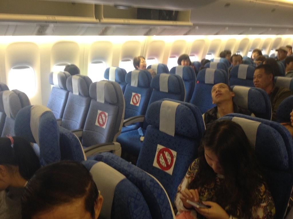 "Inside flight CX312 HK to Beijing. 3 ""blocked"" seats in rows where the HKFS where supposed to sit... #OccupyCentral http://t.co/jrnHysD7PZ"