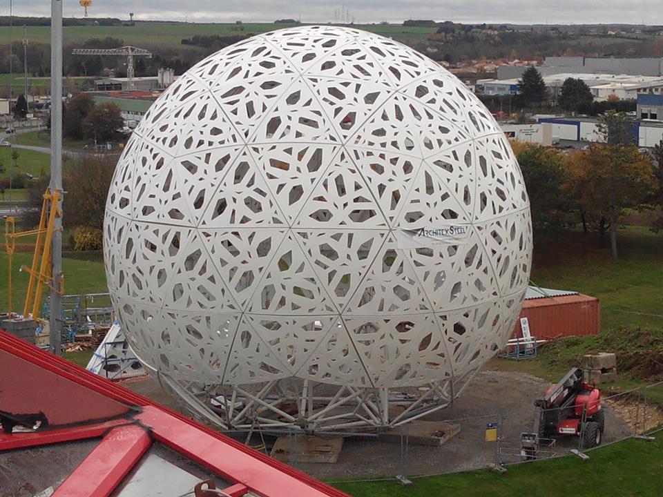 Boule du Futuroscope : démontage, reconstruction, scénographie (2012-2014) - Page 20 B2egF4eCAAArrRg