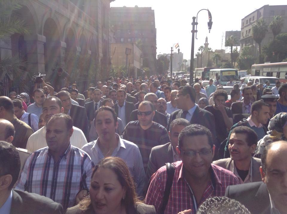 """حاجة تفرح :) """"@Ahmed_Ragab: مسيرة الصحفيين إلى النائب العام لتقديم بلاغ ضد مرتضي منصور  pic  via  @alwaleedismail http://t.co/9PAx3HucHB"""""""