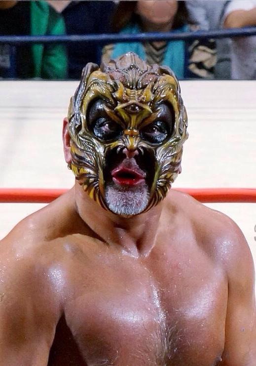 博多大会終了!対 @minoru_official は負けたけど、、、そんなのどうだっていいんだ!それより12/7の大阪大会  #デスペラード の『X』は  『グレート・ムタ』だ❗️#w_1 http://t.co/Rl4WhNSeiZ