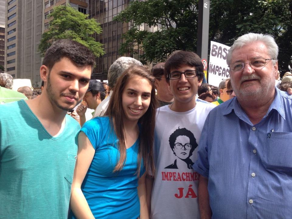 """""""RT @gnatalini: Nossa juventude luta por um Brasil democrático,  ético e com justiça social. http://t.co/6gq1iJaTX0"""""""