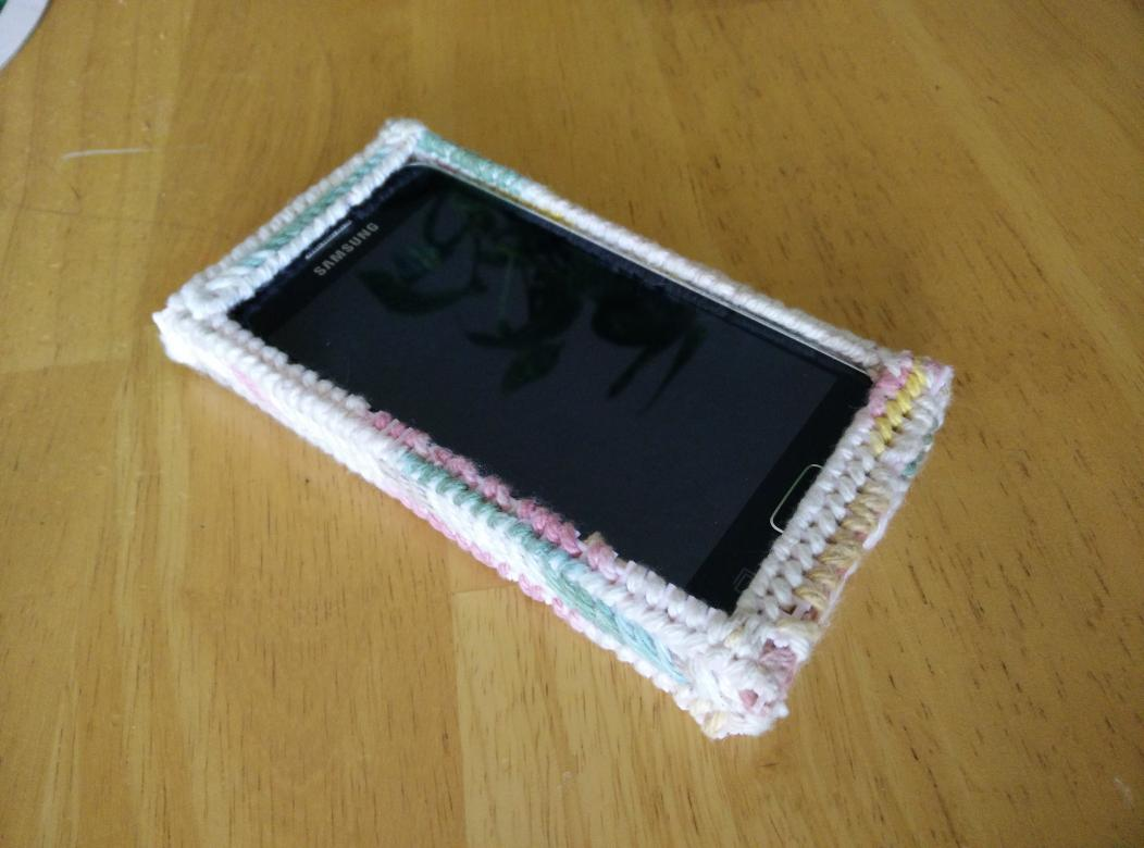 My grandma made a case for her phone. I'm somewhat surprised I didn't see this coming. http://t.co/jlPt9Wm5WR